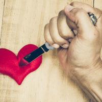 Как простить измену и нужно ли ее прощать? Как пережить измену и стоит ли мстить за нее?