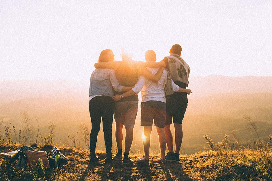 лучшие друзья вместе проводят время