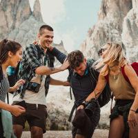 Каким должен быть настоящий друг: основные качества близкой дружбы