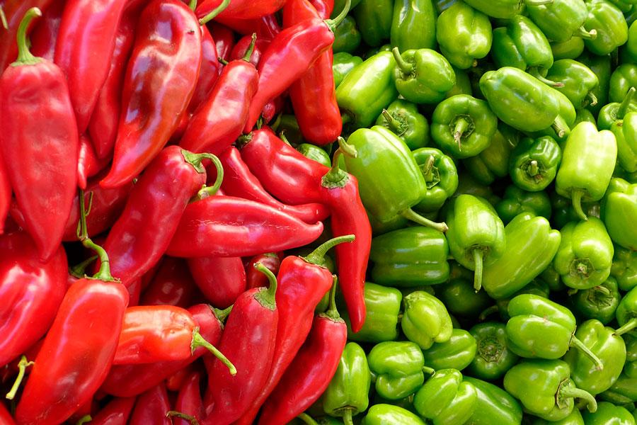 красный и зеленый болгарский перец