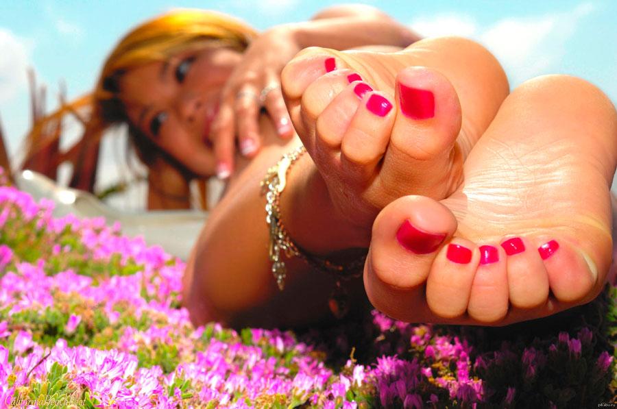 красивые ножки с педикюром