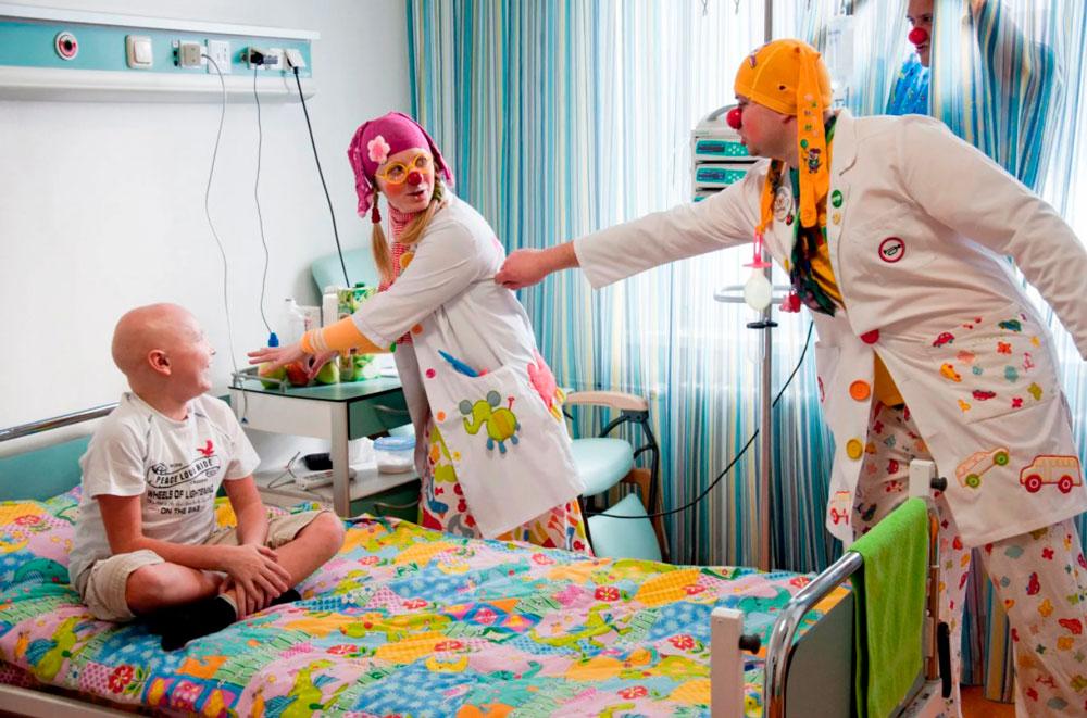 клоуны в детской больнице, смех продлевает жизнь ребенку