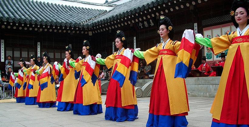 Чем занимаются женщины в Южной Корее. Традиции, национальные черты, религия