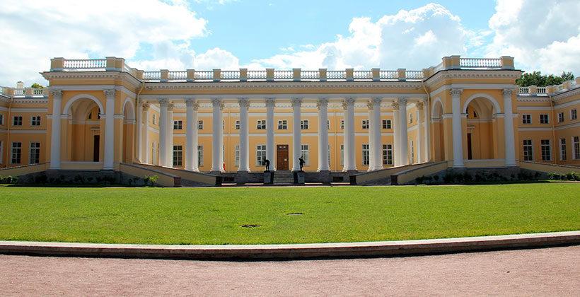 Александровский дворец и совсем обычная жизнь венценосной семьи в нем
