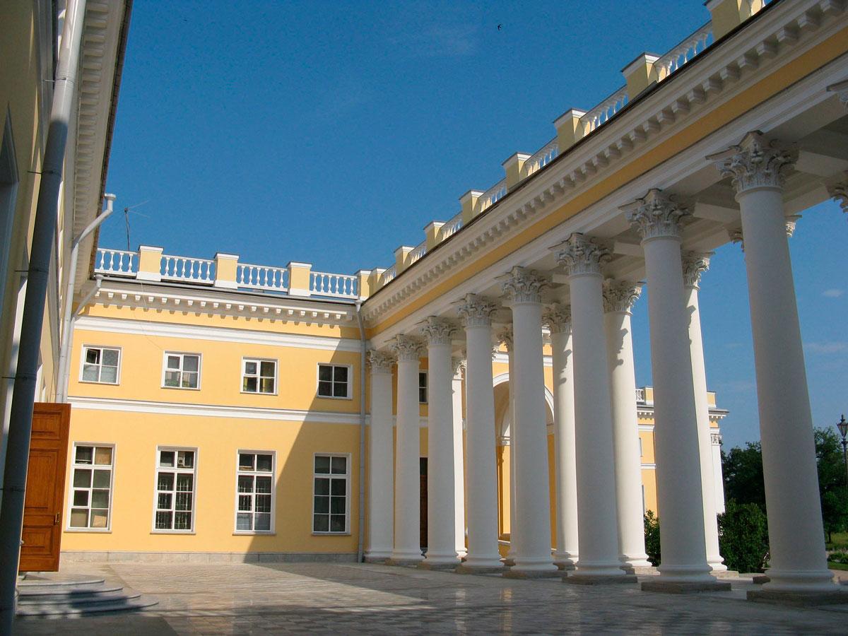 Александровский дворец в Пушкино
