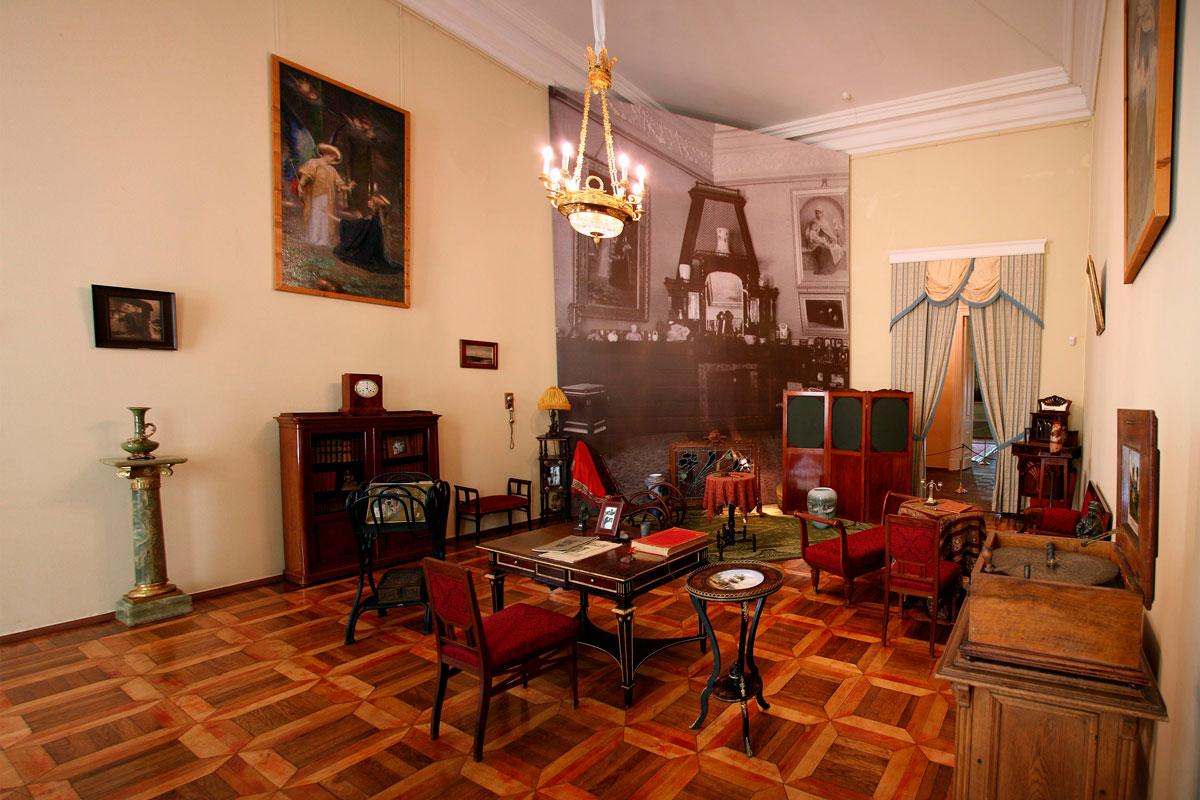 Александровский дворец, полукруглый зал