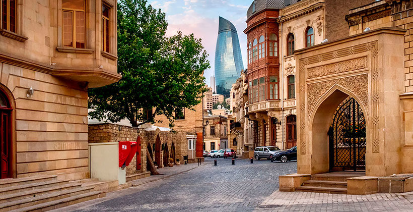 Три интересных места Баку за 2 выходных дня. Набережная, чайные и музей Ковра