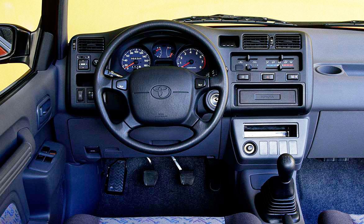 Toyota RAV4 (XA10) 1994 салон