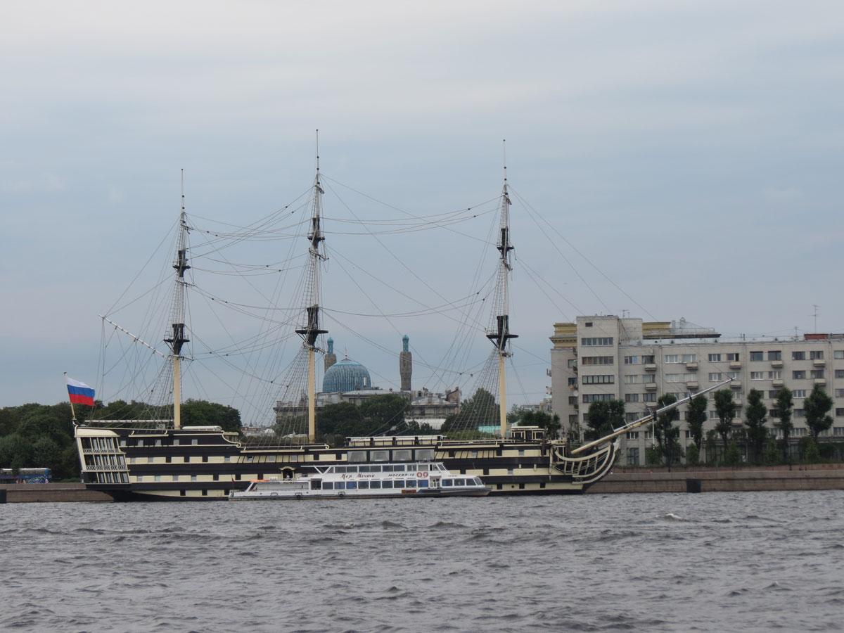 парусник на Неве Петербург