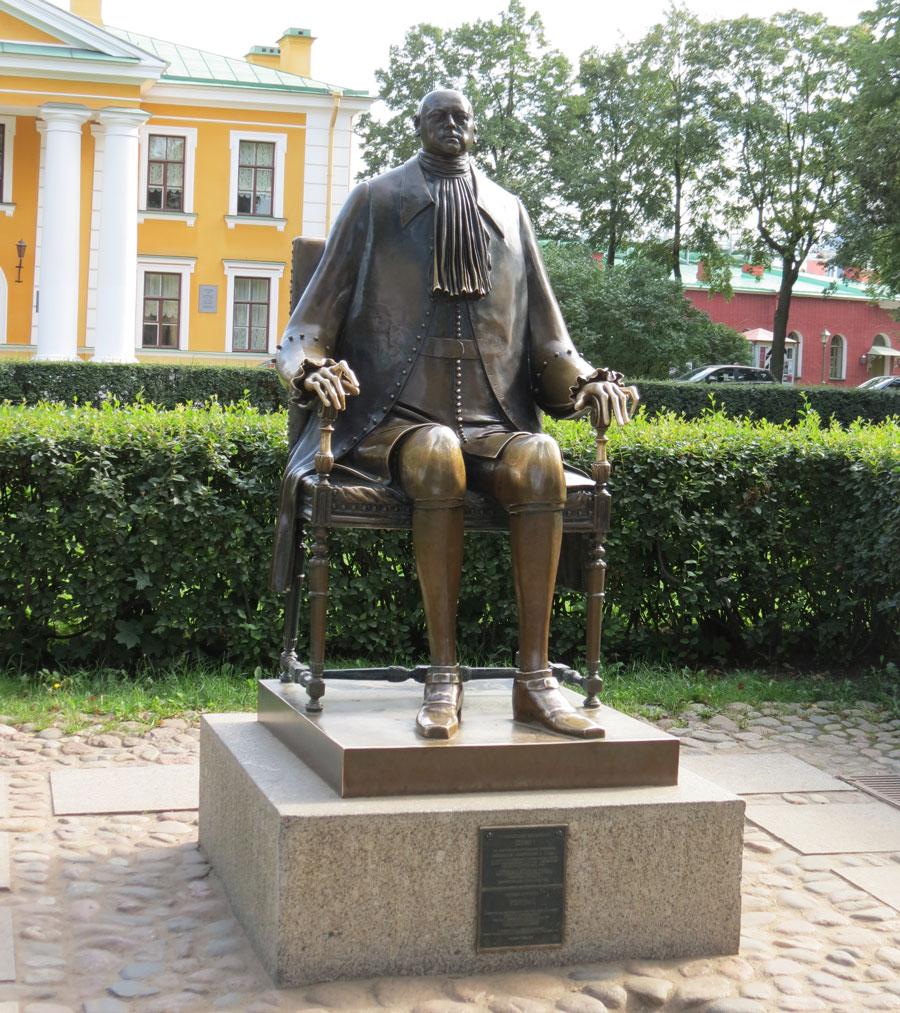 Памятник Петру 1 в Петропавловской крепости