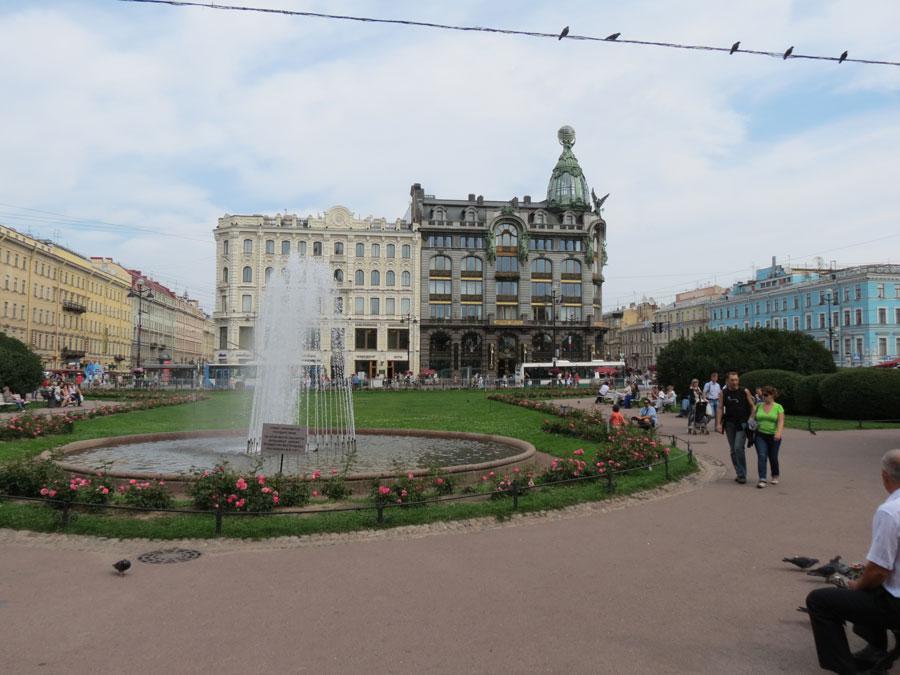 Невский проспект. Фонтан у Казанского собора